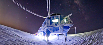 Moving_Halley_Research_Station_at_night_website_home_page.jpg